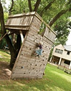 Tree fort with climbing wall access! Tree fort with climbing wall access! was last modified: April 2014 by admin Outdoor Fun, Outdoor Spaces, Outdoor Living, Outdoor Forts, Tree House Designs, Backyard Playground, Backyard Treehouse, Playground Kids, Backyard House