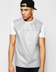 ASOS – T-Shirt mit Einsatz aus Kunstleder und Netzstoff in lässiger Skater-Passform