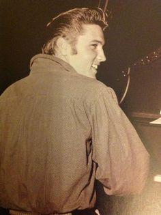 Elvis Presley, 50's Profile ,oh he was so pretty :)
