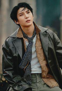 He so hot damn Leo Vixx, Jung Taekwoon, Z Cam, Jellyfish Entertainment, Korean Star, Celebrity Dads, Celebrity Style, Pop Bands, Tom Cruise