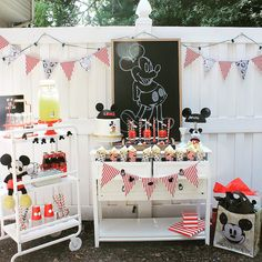Party ideas for Kids: 50 Mickey Mouse party decoration ideas Mickey Mouse Clubhouse, Fiesta Mickey Mouse, Vintage Mickey Mouse, Mickey Mouse Birthday Decorations, Mickey Mouse Parties, Mickey Party, Elmo Party, Dinosaur Party, Dinosaur Birthday