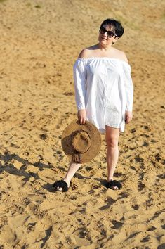Słomkowy kapelusz, staw hat, white shirt, biała koszula Off Shoulder Blouse, Shoulder Dress, Challenges, Summer Dresses, Blog, Tops, Women, Fashion, Moda