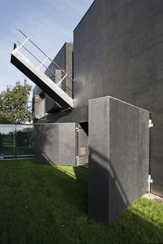 Finally, a zombie-proof house! & Safe House,& designed by KWK Promes, is breathtaking when open, but closes up tighter than a tick when zombies attack. Zombie Proof House, Future House, My House, Houses In Poland, Zombie Apocalypse Survival, Zombie Apocalypse House, Zombies Survival, Zombie Attack, Survival Skills