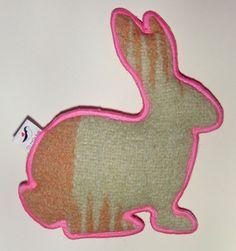 Retro/ vintage wollen deken konijn met neon door IttyPrettyBirdy