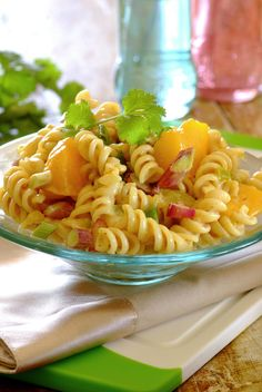 Curried Peach Noodle Salad: a spicy pasta salad with a tangy peach and spring onion dressing! Spicy Pasta Salads, Mayo Pasta Salad Recipes, Pasta Salad For Kids, Salad Dressing Recipes, Top Recipes, Healthy Salad Recipes, Noodle Salads, Eat Healthy, Recipies