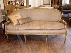 grain sack sofa with gold. I'd use a white washed grey but love the rustic burlap with the elegant French lines! In the little nook at the based the stairs. Fine Furniture, Unique Furniture, Furniture Decor, Vintage Industrial Furniture, Vintage Sofa, Deco Rose, French Sofa, Red Home Decor, Settee Sofa