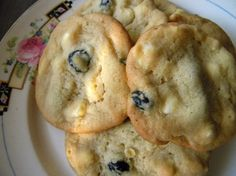 Blueberry White Chocolate Chip Cookies (so tasty! don't know why I've...