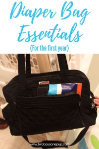My must-have diaper bag essentials for babies one year or younger! You'll find recommendations for all essential items to pack in your diaper bag, and in what quantity, useful for new moms and twin moms!