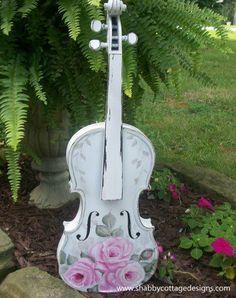 Shabby and chic Shabby Chic Crafts, Shabby Chic Cottage, Vintage Crafts, Shabby Chic Style, Shabby Chic Decor, Shabby Chic Guitars, Shabby Chic Violin, Violin Painting, Violin Art