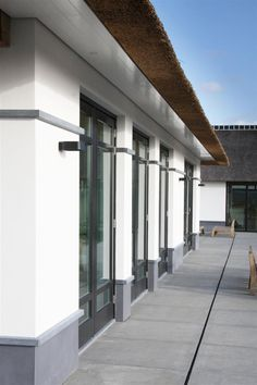 Witte Villa met Rieten Dak | Arend Groenewegen Architect BNA