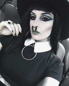 Goth Girls, Daily Fashion, Septum Ring, Piercings, Halloween Face Makeup, Make Up, Style Inspiration, Model, Hair