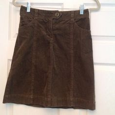 """❄️SALE❄️ Brown Corduroy Skirt Short brown corduroy skirt with 3 pockets. Button and zipper closure. 19.5"""" length. 98% cotton & 2% spandex H&M Skirts"""