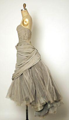 Charles James grey silk and tulle evening dress, 1950 #retro #vintage #feminine #designer #classic #fashion #dress #highendvintage