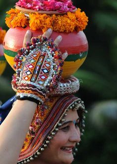 In this post, you can find many best Navratri Dress Images and Navratri Outfit. Navratri Garba, Navratri Dress, Navratri Festival, Turbans, Garba Dress, Indiana, Navratri Special, Fabric Jewelry, Fabric Necklace