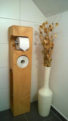 _**Toilettenpapierhalter** Fichte massiv, mit versteckter WC-Bürste Maße: Ca. Breite: 20 cm, Tiefe: 16 cm, Höhe: 95 cm _ Mit Edelstahlhalter als Abroller, und WC-Bürste aus satinierten Glas und...