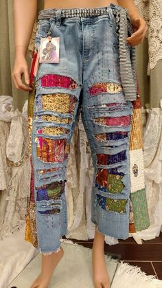 "Aged Cropped Jeans Pants Waist 39 ""Holes of Patchwork Quilted ., Diy And Crafts, Aged cropped Jeans Pants Waist 39 ""Tmyers ripped silk quilt patches holes. Hippie Jeans, Hippie Boho, Denim Fashion, Boho Fashion, Style Fashion, Artisanats Denim, Denim Ideas, Old Jeans, Jeans Pants"