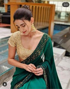 Blouse Back Neck Designs, Silk Saree Blouse Designs, Saree Blouse Patterns, Saree Wearing Styles, Saree Styles, Blouse Styles, Trendy Sarees, Stylish Sarees, Dress Indian Style