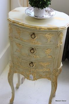 Idea for DR brush light Fr blue over the gray and update gilding with dark wax accents. Petite french table in Old White with gilding and both waxes~tres chic! Chalk Paint Furniture, Hand Painted Furniture, French Furniture, Upcycled Furniture, Furniture Projects, Furniture Makeover, Cool Furniture, Furniture Design, Furniture Removal