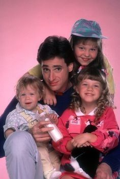 Full House- Bob Saget, Mary-Kate and Ashley Olsen,Jodie Sweetin and Candace Cameron Mary Kate Olsen, Ashley Olsen, Full House Tv Show, 90s Tv Shows, Candace Cameron Bure, Candice Cameron, Sibling Relationships, Fuller House, Movies And Series