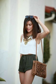 15 Summer Outfits For The Perfect Getaway spring / summer - street chic style - beach style - party style - summer outfit ideas - leopard print shoulder bag + olive green drawstring shorts + white sleeveless top + golden statement necklace + leopard print Mode Outfits, Girl Outfits, Casual Outfits, Beach Outfits, Party Outfits, Casual Shorts, Casual Wear, Comfy Casual, Office Outfits