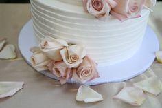 Elizabeth Burgi photography #kingshawaiian #wedding #cake #kingshawaiiancake #weddingcake #bakery #california #torrance #roses
