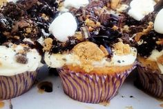 My Baking Daughter Vanilla Cupcakes with vanilla icing and crushed cookies on top with fudge drizzles. Vanilla Icing, Vanilla Cupcakes, Patty Melt Recipe, Lemon Blueberry Pancakes, Pan Fried Pork Chops, Cinnamon Bread, Ree Drummond, Slice Of Bread, Pioneer Woman