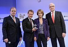 Bundesgesundheitsminister Daniel Bahr nimmt Felix Burda Milestone Award 2013 entgegen