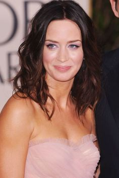 Emily Blunt at the 2010 Golden Globes. http://beautyeditor.ca/2015/05/05/face-lighter-than-body