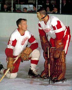 Gordie Howe & Terry Sawchuk - old time hockey Hockey Goalie, Hockey Games, Flyers Hockey, Bruins Hockey, Detroit Red Wings, Montreal Canadiens, Red Wings Hockey, Detroit Sports, Goalie Mask