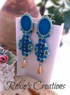 https://www.facebook.com/Roxies-Creations-1425843984294757/ https://www.etsy.com/it/shop/LeGioieDiRoxie #gioielliinsoutache #handmadefromitaly #orecchinisoutache #soutache #shibori #soutachejewelry #soutacheearrings #shiborisilk #shiboriearrings #gioielliarigianali #fattoamano #roxiescreations #fattoconilcuore #cabochonfattiamano #orecchiniunici #gioieperilcuore #rosalindalongo