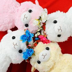 These rosy-cheeked Alpacasso plushies seem to have been relaxing in a field of flowers! Each are adorned with a cute flower crown. White, Beige, Peach (Momo-chan), and Flower (Hana-chan) look like best friends! White and Beige are boys, whereas Peach and Flower are girls with cute eyelashes! Flower is the white Alpacasso with a crown of all pink flowers. Collect them all to add the cheerfulness of...