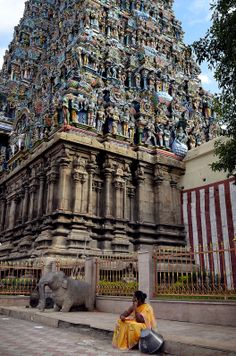 Madurai Meenakshi Temple and Night Ceremony Visitor Guide Indian Temple Architecture, Colour Architecture, Temple India, Kali Goddess, Buddha Meditation, Madurai, Place Of Worship, India Travel, Plan Your Trip