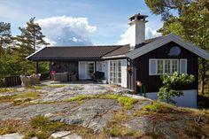 UNIK UTEPLASS: Den store plassen foran hytta gir rom for flere koselige kvelder…