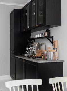 Spacious kitchen with my dream coffee setup - via Coco Lapine Design blog