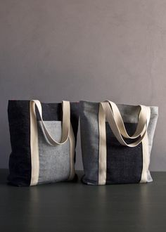 Favorite Totes in Denim with Colored Motes Purl Soho - Create Free pattern&tutorial My Bags, Purses And Bags, Sacs Tote Bags, Diy Bags No Sew, Diy Accessoires, Fabric Bags, Denim Fabric, Fabric Basket, Purl Soho