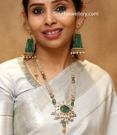 Pearl long necklace with polki pendant and emerald tassel earrings photo Pearl Necklace Designs, Diamond Choker Necklace, Jewelry Design Earrings, Gold Earrings Designs, Beaded Jewelry Designs, Bead Jewellery, Earrings Photo, Gold Jewelry, Tassel Earrings