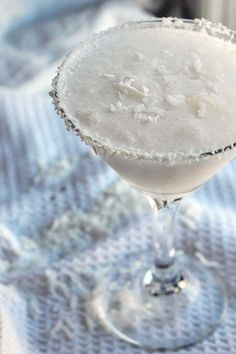 Sex on a Snowbank is a fun, winter cocktails with only 3 ingredients. If you love coconut, you'll love these winter cocktails! Winter Cocktails, Christmas Cocktails, Holiday Cocktails, Fancy Drinks, Cocktail Drinks, Yummy Drinks, Cocktail Recipes, Martinis, Martini Bar