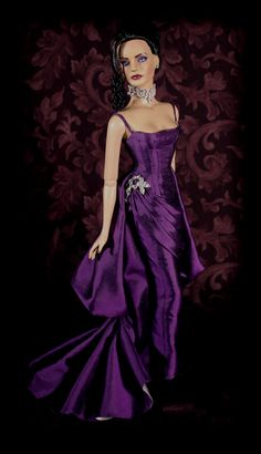 Pretty dress on this doll