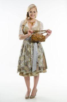 Holzhandtasche Baquette mit glänzendem braunen Holz-Moasik -- 58 Euro bei #beautyXpert