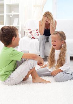 se borra al ninito, solo quedaria la imagen de la hija tratando de decir algo y la mama q no quiere escuchar...