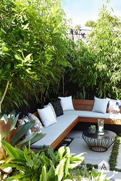 Backyard garden Oasis – 20 Urban Backyard Oasis With Tropical Decor Ideas… - Modern Backyard Seating, Small Backyard Landscaping, Small Patio, Backyard Patio, Landscaping Ideas, Backyard Designs, Pergola Ideas, Fence Ideas, Small Outdoor Spaces