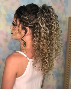 pretty hairstyles for girls Bobby Pins Curly Hair Ponytail, Curly Hair Tips, Ponytail Hairstyles, Bride Hairstyles, Wavy Hair, Pretty Hairstyles, Curly Wedding Hair, Prom Hair, Curly Hair Styles