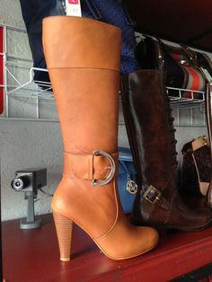 $1397.00 bota del piel larga con plaraforma oculta
