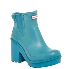 NIB Hunter Chelsea Platform Rain Boots Teal Blue Brand new in box! Platform rain boots in Brightpea, a teal blue. 2.5 inch heel with 1 inch platform. Removable padded insole. Lug sole. Elasticized side panels. Pull-on style. Size 8. ***NO TRADES*** Hunter Boots Shoes Winter & Rain Boots