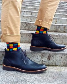 These Rubik's cube inspired socks are nice and bright making an outfit extra funky and modern. Funky Socks, Colorful Socks, Plain White Sneakers, Fashion Socks, Mens Fashion, Beige Hose, Navy Boots, Herren Style, High Ankle Boots
