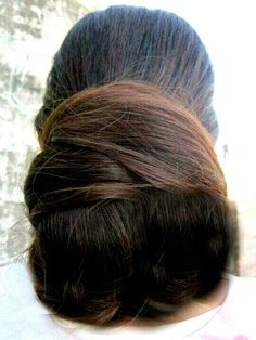 What a beautiful large low bun ! Care however should be taken before adopting… Bun Hairstyles For Long Hair, Braids For Long Hair, Braided Hairstyles, Beautiful Long Hair, Gorgeous Hair, Rekha Saree, Low Buns, Big Bun, Acupressure Points