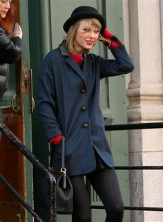 Taylor Swift looks cozy! See more street style on Wonderwall: http://on-msn.com/1kYi4V0