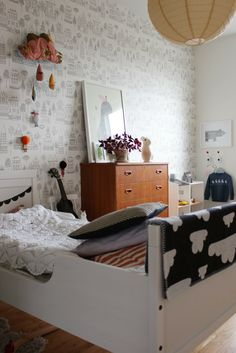 white walls... patterns and prints, black & white girls room