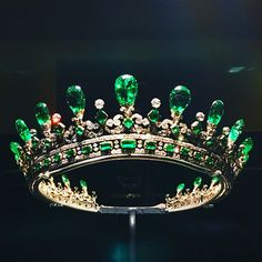 Reportedly Queen Victoria's 1845 emerald diadem designed by Prince Albert last seen in the on loan to Kensington Palace Royal Crown Jewels, Royal Crowns, Royal Tiaras, Royal Jewelry, Emerald Jewelry, Tiaras And Crowns, Fine Jewelry, Antique Jewelry, Vintage Jewelry
