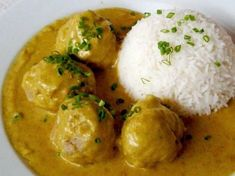 Boller i karry - Danish Pork Meatballs in a mild Curry sauce- is a traditional Danish pork recipe and everyday favourite dish that has been prepared and served for generations of Danes for over 150 years. Meatball Recipes, Pork Recipes, Cooking Recipes, Curry Dishes, Beef Dishes, Sushi, Scandinavian Food, Danish Food, Indian Food Recipes